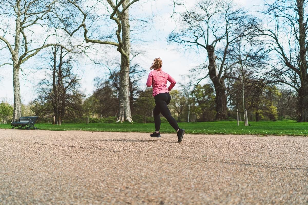 Kalorienverbrauch beim Joggen - Hier erfährst du, wie viel Energie du beim Laufen wirklich verbrennst.