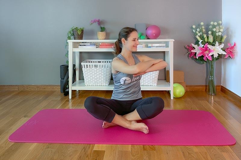Beckenbodentraining mit dem Pilates Seated Twist