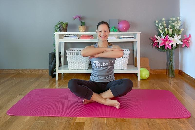 Beckenboden trainieren mit dem Twist im Sitzen
