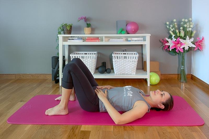 Pilates Beckenbodentraining in Rückenlage auf der Matte