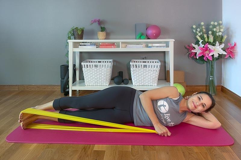 Pilates mit dem Theraband - Double Leg Lift Beine absenken