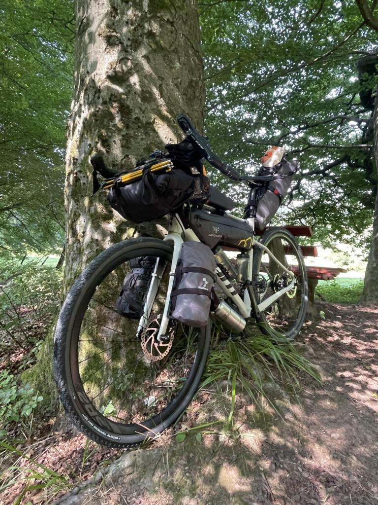Die richtigen Taschen fürs Bikepacking - Ratgeber für Radreise Anfänger.